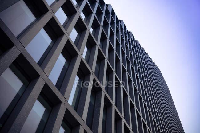 Polen, Posen, Fassade eines modernen Bürogebäudes — Stockfoto