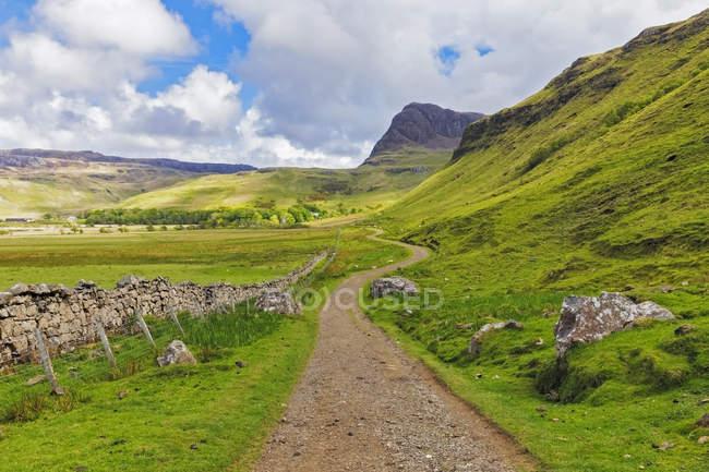UK, Scotland, Inner Hebrides, Isle of Skye, path to Talisker Bay — Stock Photo