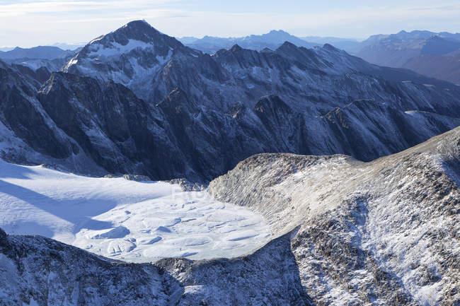 Argentine, Terre de Feu, Ushuaia, Vue aérienne des montagnes enneigées — Photo de stock