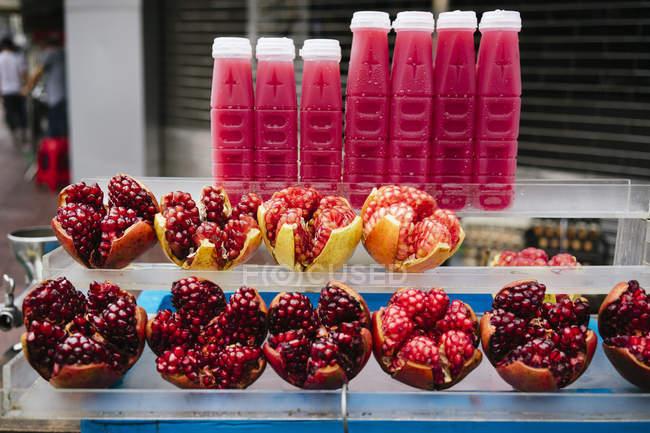 Таїланд, Бангкок, гранатовий сік в стійло вуличної їжі — стокове фото