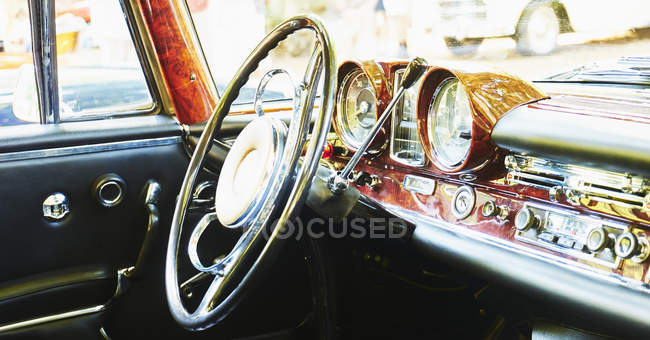 Dashboard and steering wheel of Mercedes Benz 280 SE Coupe — Foto stock