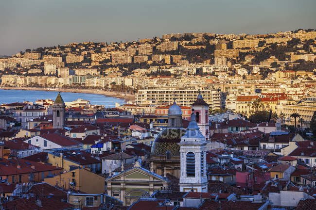 France, Provence-Alpes-Cote d'Azur, Nice, Cityview at sunrise, old town in the shadow — Foto stock