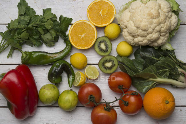 Various fruits and vegetables with vitamin c — Stock Photo