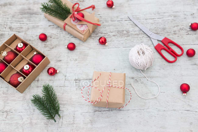 Close up of Wrapping Christmas presents — стокове фото