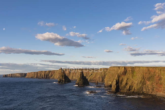 UK, Scotland, Caithness, Coast of Duncansby Head, Duncansby Stacks — Stock Photo
