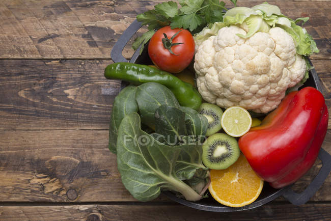 Various fruits and vegetables with vitamin c in cooking pot — Stock Photo