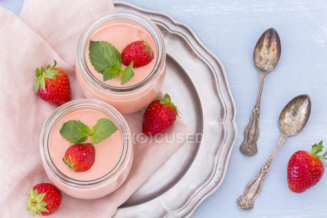 Two glasses of strawberry trifle with mascarpone cream and Amarettini — Stock Photo
