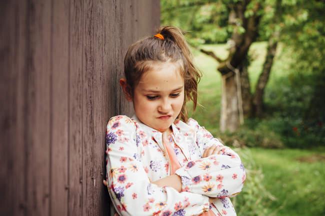 Retrato da menina fazendo beicinho boca — Fotografia de Stock