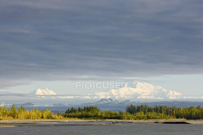 USA, Alaska, Mt. McKinley seen from Denali Road in autumn — Stock Photo