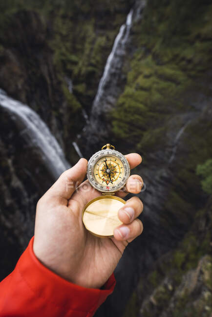 Hand holding a compass, Lapland, Norway — Foto stock