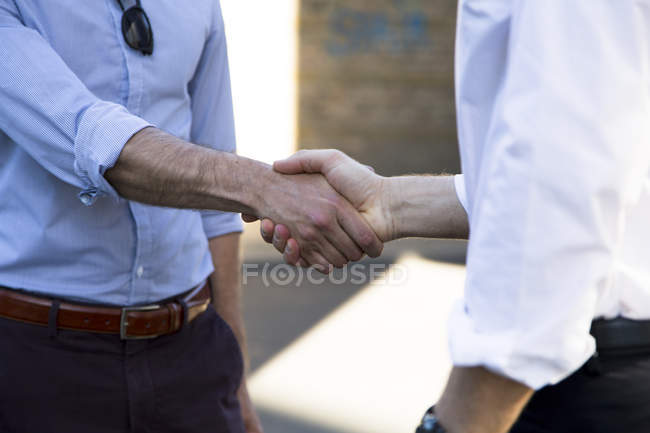 Close-up of two businessmen shaking hands — Stock Photo