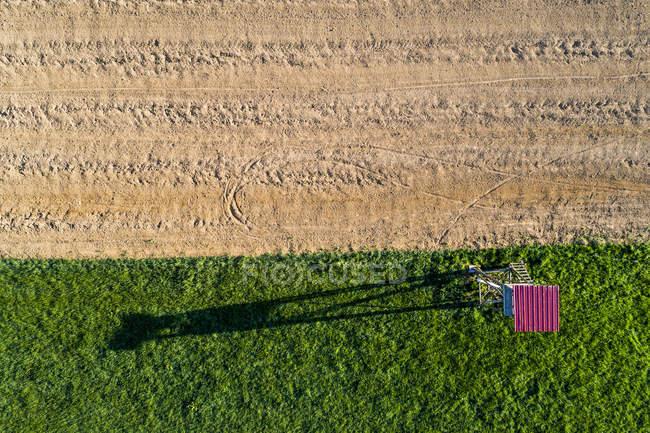 Alemania, Baden-Wuerttemberg, Jura de Suabia, Valle de Fils, Vista aérea de la piel elevada en el campo - foto de stock