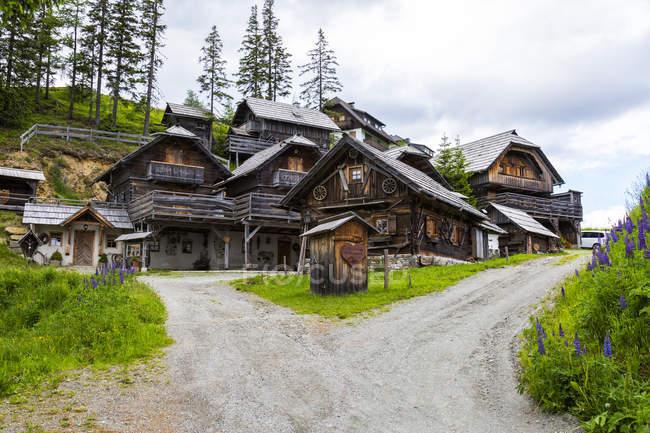 Австрия, Каринтия, Катшберг, деревянные дома — стоковое фото