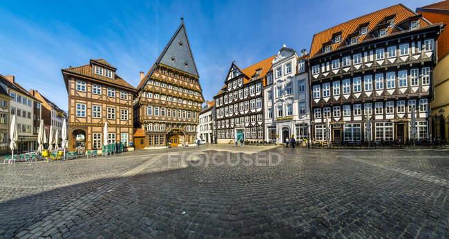 Deutschland, Hildesheim, Blick auf die Metzgerzunft-Halle am Marktplatz — Stockfoto