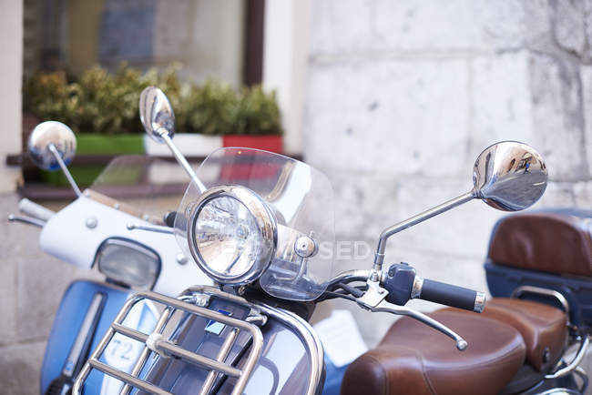 Velho motor scooter, visão parcial — Fotografia de Stock