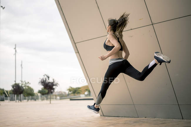 Sportive woman jumping in the air — Stock Photo