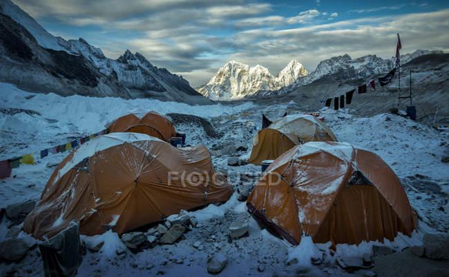 Nepal, Solo Khumbu, Everest, Parque Nacional de Sagamartha, Tendas no acampamento base — Fotografia de Stock
