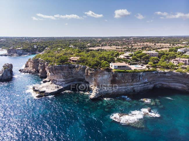 Spagna, Isole Baleari, Maiorca, Veduta aerea della baia Cala Santanyi, Roca Fesa — Foto stock