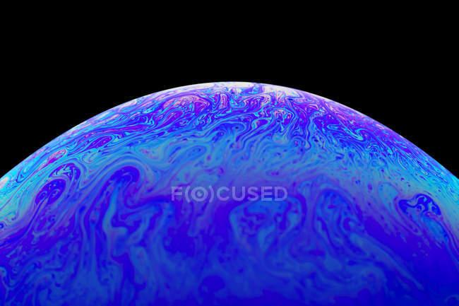 Oberfläche der blauen rosa Seifenblase, Nahaufnahme — Stockfoto