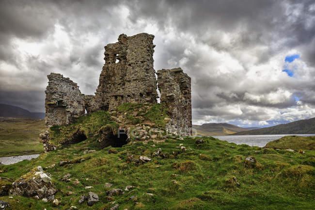 Royaume-Uni, Écosse, Highlands, Loch Assynt, Ardvreck Castle — Photo de stock