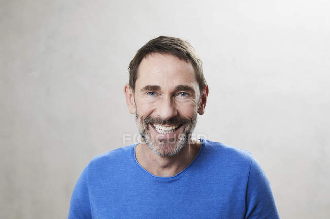 Portrait d'homme mûr souriant — Photo de stock