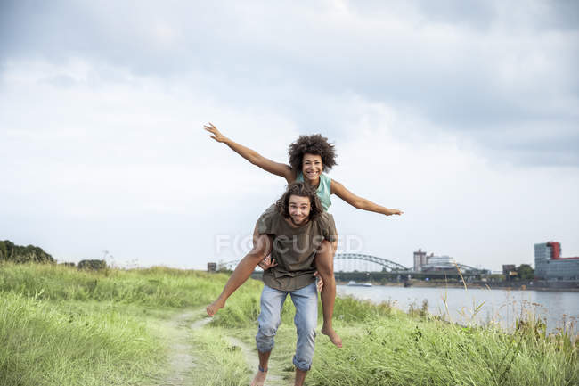 Happy carefree couple having fun at riverside — Foto stock