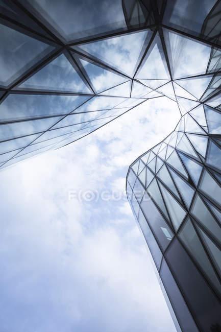 Polonia, Cracovia, parte della facciata in vetro del Centro Congressi — Foto stock