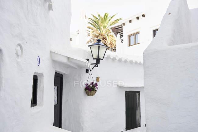 España, Menorca, Binibequer, casas blancas - foto de stock