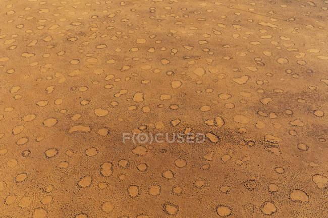 Namibie, Désert de Namib, Parc National de Namib-Naukluft, Vue aérienne des cercles de fées, plein cadre — Photo de stock