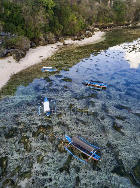 Indonesia, Bali, Padang, Veduta aerea della spiaggia di Thomas, barche Banca — Foto stock