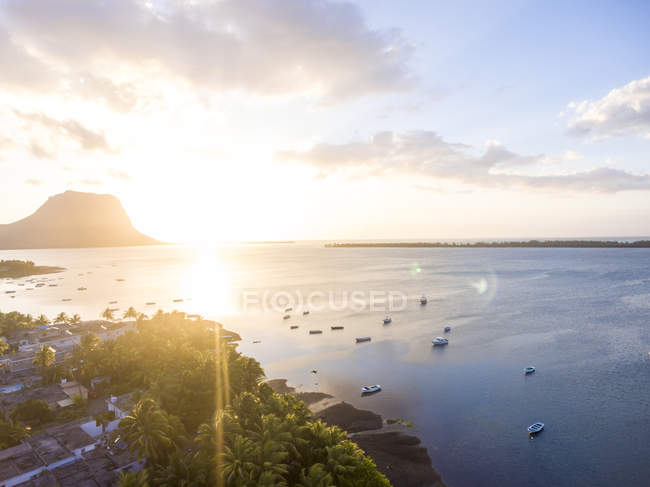 Mauritius, La Gaulette, Aerial view to Le Morne Brabant at sunset — Fotografia de Stock