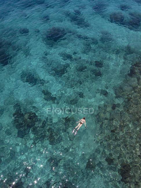 Indonésie, Bali, Vue aérienne de Blue Lagoon, snorkeler — Photo de stock