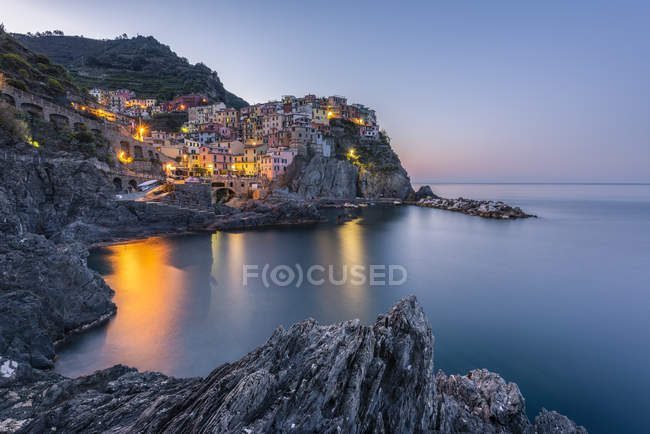 Italy, Liguria, La Spezia, Cinque Terre National Park, Manarola in the evening light — Fotografia de Stock