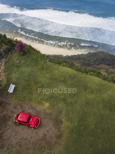 Indonesia, Bali, Veduta aerea della spiaggia di Nyang Nyang, scarabeo VW e punto di osservazione — Foto stock