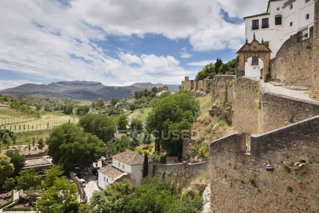 España, Málaga, Ronda con muralla - foto de stock