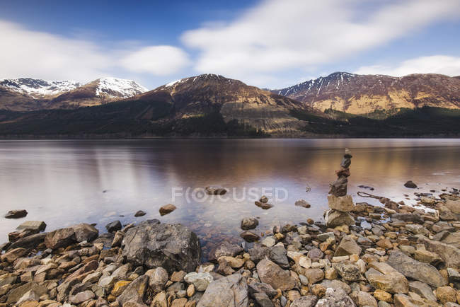 Reino Unido, Escócia, vista de um lago — Fotografia de Stock
