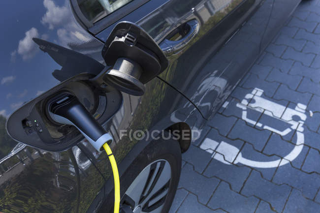 Charging of an electric car, close up — Stock Photo