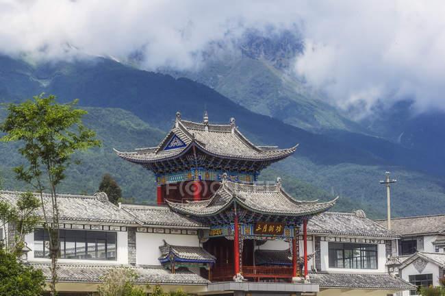 Китай, Юннан, далі, пагода в горах — стокове фото