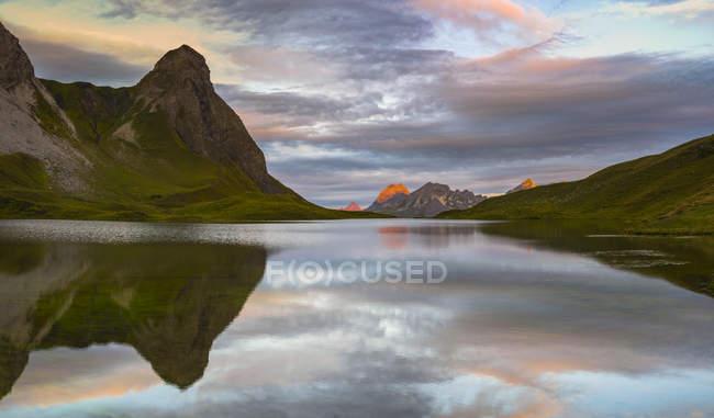 Німеччина, Баварія, Allgaeu, Алгайські Альпи, озеро Раппензее, Клейнер Rappenkopf на сході сонця — стокове фото