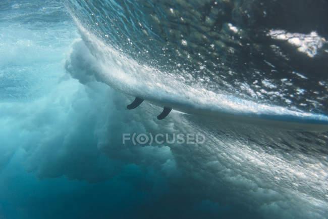 Maledives, Indian Ocean, wave and surfboard, underwater shot — стокове фото