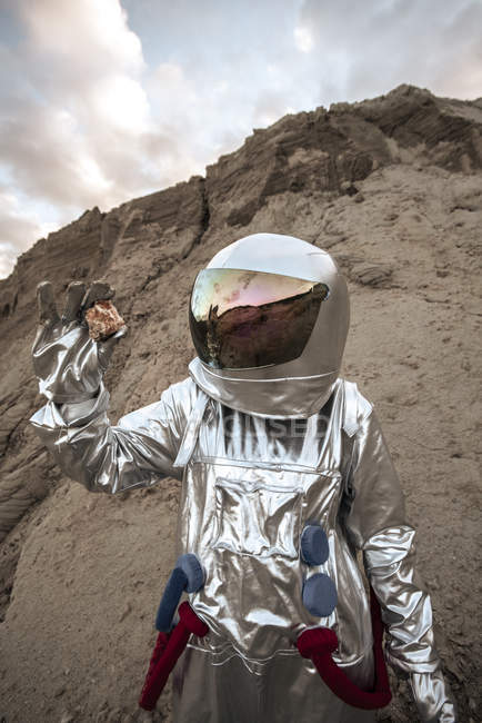 Spaceman on nameless planet, taking rock samples — Stock Photo