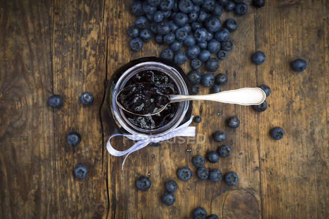 Atolamento caseiro do Blueberry no frasco — Fotografia de Stock