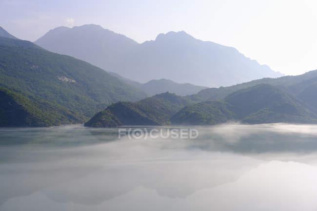 Albania, Shokdra, Diga Liqeni i Vaut te Dejes al mattino — Foto stock
