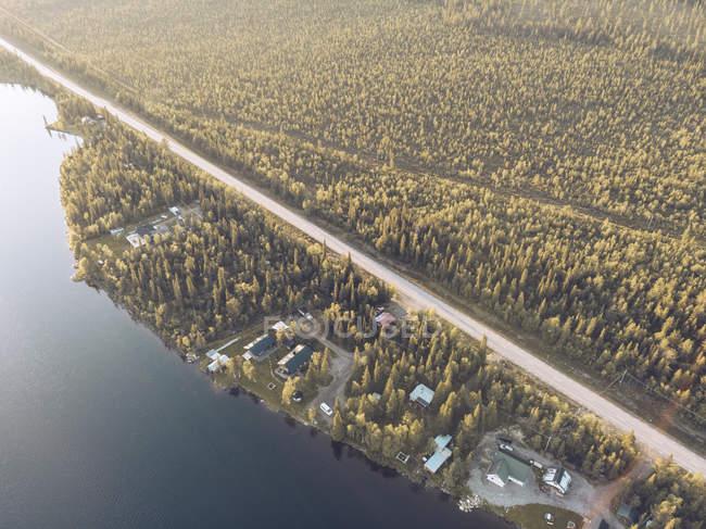 Svezia, Kiruna, Veduta aerea delle case sul lago — Foto stock