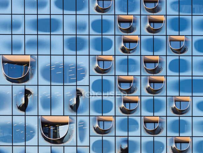Німеччина, Гамбург, частина фасаду Ельби Філармонічного залу — стокове фото