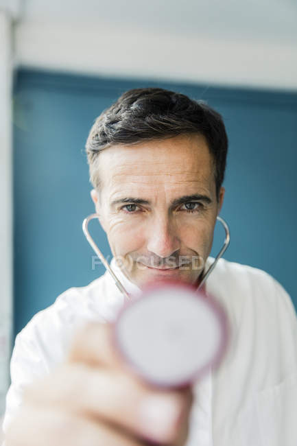 Portrait of doctor with stethoscope looking at camera — Stock Photo