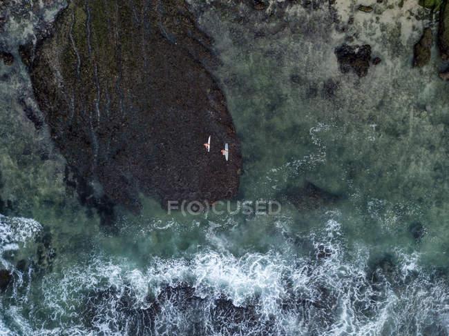 Indonesia, Bali, Aerial view of Bingin beach, two surfers — Stock Photo
