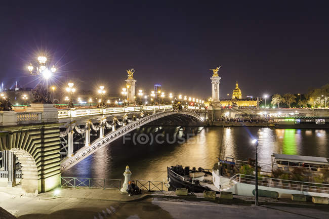 France, Paris, Pont Alexandre III bridge, Seine river at night — стоковое фото