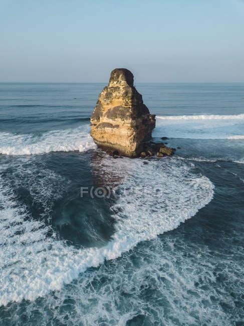 Indonesia, Lombok, Veduta aerea della formazione rocciosa vicino a Kuta — Foto stock