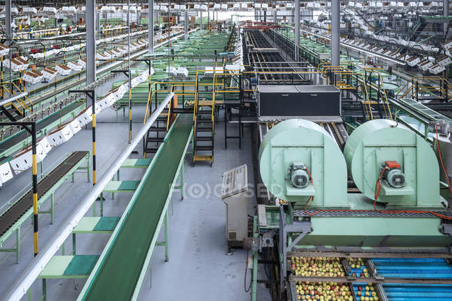 Machines in apple factory — Stock Photo
